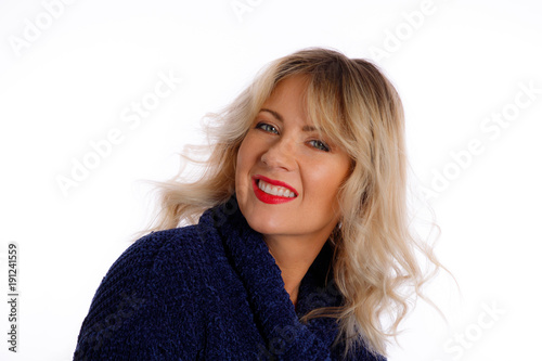 In de dag Kapsalon Woman With Rooty Blonde Medium Hairstyle On A White Background
