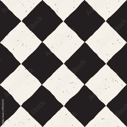 Hand drawn abstract seamless pattern in black and white. Retro grunge freehand jagged lines texture. - 191242353