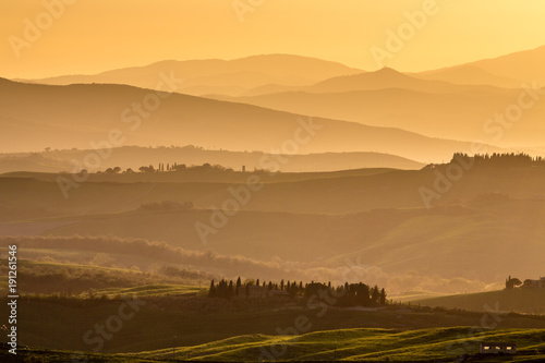 Staande foto Toscane View of rolling countryside at sunset, Pienza, Tuscany, Italy