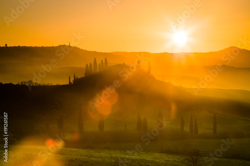 Papiers peints Toscane Sunrise over beautiful landscape in Tuscany, Italy