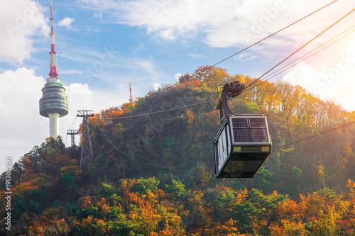 Fotobehang Seoel Cable car to Seoul N tower