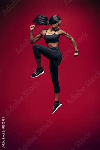 Plexiglas Fitness Healthy african woman jumping and exercising