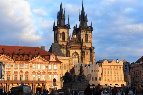 Fotobehang Praag View of the Tinsky church church on the square of the main old town. (Staré Město) in the Czech Republic Prague. On the Old Town Square (Staroměstské náměstí)