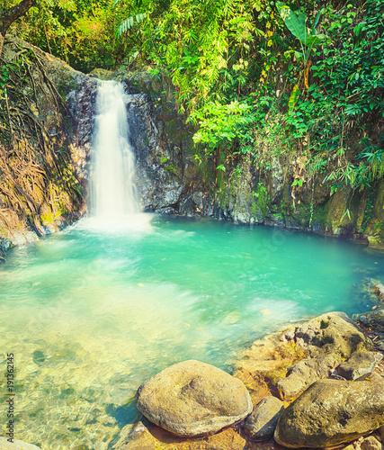 piekne-wodospady-kaeng-nyui-krajobraz-laosu