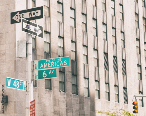 Foto Murales Sixth Avenue (Avenue of the Americas) road sign, New York City