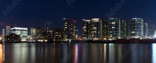 Papiers peints Londres London, UK - Feb 7th, 2018: Inaugurated in Jan 2018, the new 518,000 sq foot, 12-story home of the United States Embassy in London at Nine Elms. Long-exposure night panorama overlooking River Thames,