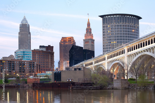 Fotobehang Bruggen Downtown skyline of the city of Cleveland, Ohio