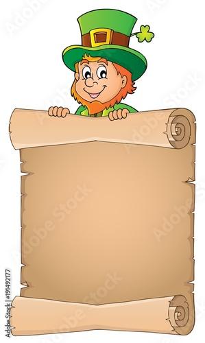 Aluminium Voor kinderen Leprechaun holding parchment image 3