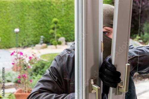Leinwanddruck Bild burglar at a window