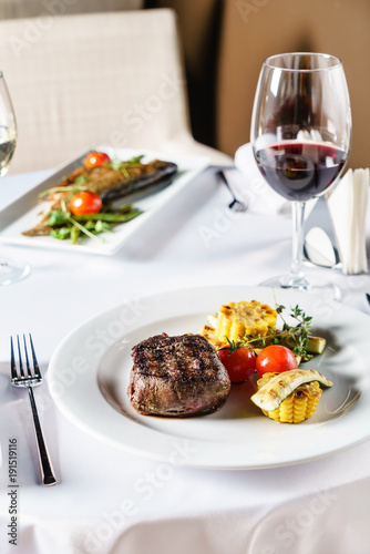 Foto op Canvas Steakhouse steak with grilled vegetables