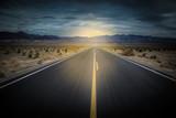 lumière au bout du chemin - 191530714
