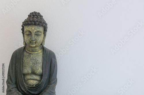 Fotobehang Boeddha Buddha statue auf weiss mit textfreiraum
