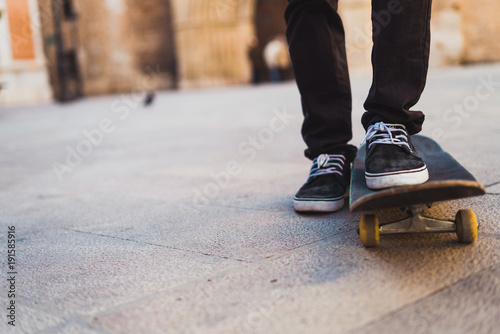 Fotobehang Skateboard Crop teenage riding skateboard