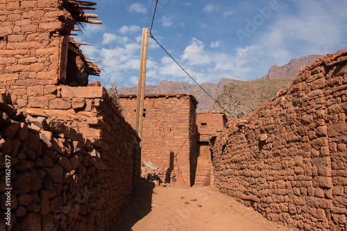 Poster Marokko Street with red houses in a small mountain village in the High Atlas mountains in Morocco