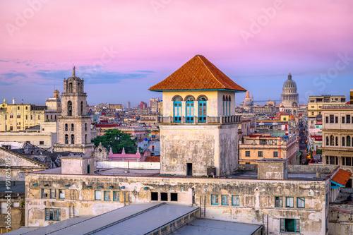 Papiers peints Rose clair / pale Havana, Cuba downtown skyline.