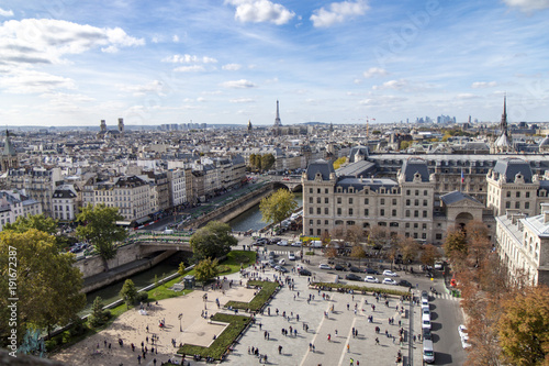 Foto op Plexiglas Eiffeltoren La vue depuis la tour notre dame de paris