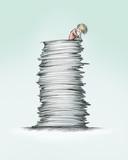 Person sitzt auf hohem Papierstapel - 191723505