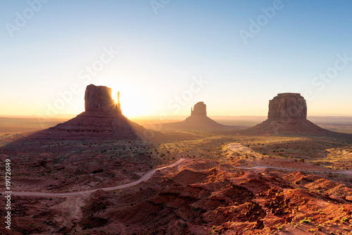 Foto op Canvas Arizona Arizona landscape at sunrise, Monument Valley, Navajo Tribal Park.