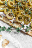 Vegeterian toast with olives, cream cheese and thyme. - 191731182