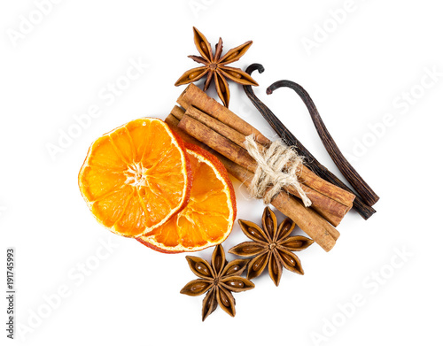 Dried orange slices, cinnamon, star anise and vanilla