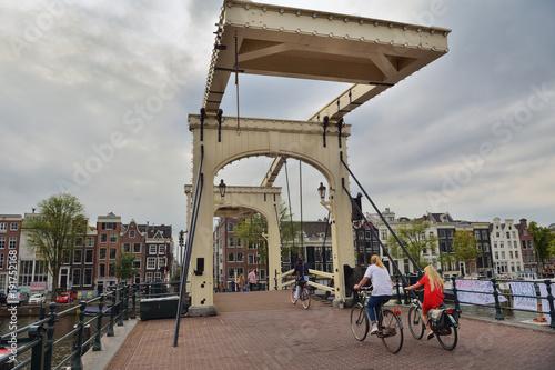 Tuinposter Amsterdam Grachten Brücke in Amsterdam | Niederlande