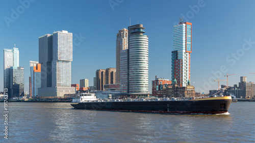 Deurstickers Rotterdam Tanker ship in front of Rotterdam Southbank skyline