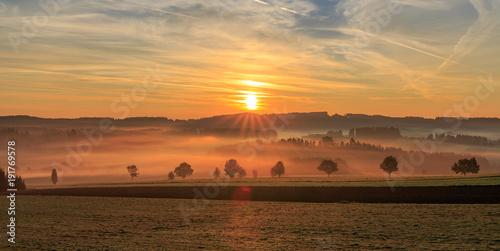 Fotobehang Zonsopgang Sonnenaufgang im Mühlviertel