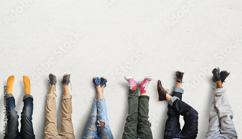 People's legs at the wall during a break in work - 191786969