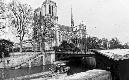 Neige, quai de seine et Notre Dame à Paris
