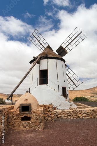 Aluminium Canarische Eilanden Windmill and oven - Fuerteventura, Canary Islands