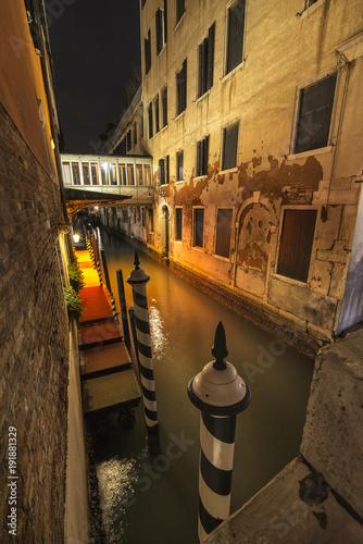 Fotobehang Smalle straatjes Venice