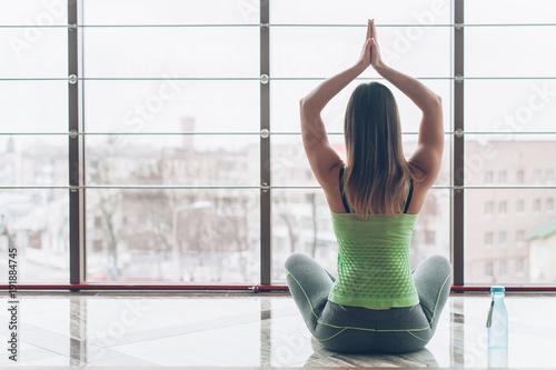 Aluminium School de yoga the beauty that meditates