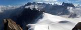 Alpiniści na Aiguille du Midi - szczyt w Alpach w masywie Mont Blanc