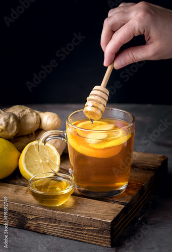 Papiers peints The Cup of Hot Ginger Cranberries Tea with Lemon and Honey on Wooden Tray Dark Photo Female Hand Vertical Healthy Drink