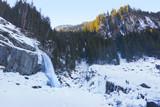 Krimmler Wasserfälle im Winter mit Wanderer - 191901120