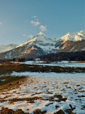 Berge im Winter und Sonne