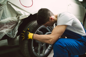 Mechanic changing the wheel of a car