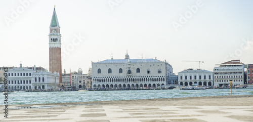 Foto Murales View of Venice with the bell tower of Piazza San Marco and Palazzo Ducale