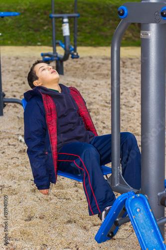 Tuinposter Amusementspark Menino cansado