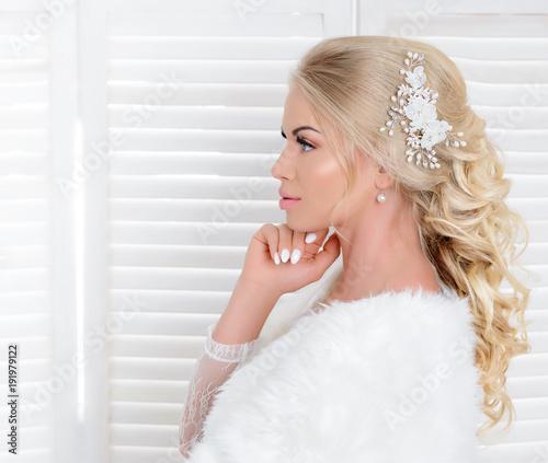 Foto op Canvas Kapsalon Junge Frau im Hochzeitskleid, Hochzeit, Braut - Hochzeitsfrisur & Makeup