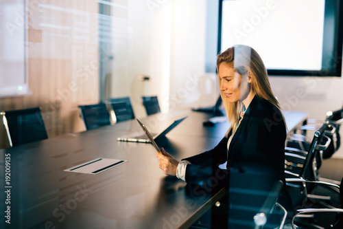 Fotobehang Hoogte schaal Attractive businesswoman using digital tablet in office