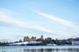 Linlithgow Palace and Loch in winter with snow; the birthplace of Mary, Queen of Scots; situated by Linlithgow Peel, West Lothian, Scotland. - 192078989