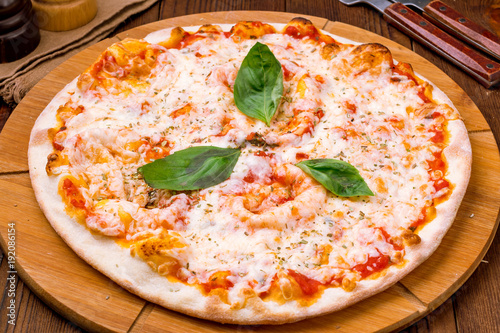 Italian pizza Margherita - 192086154