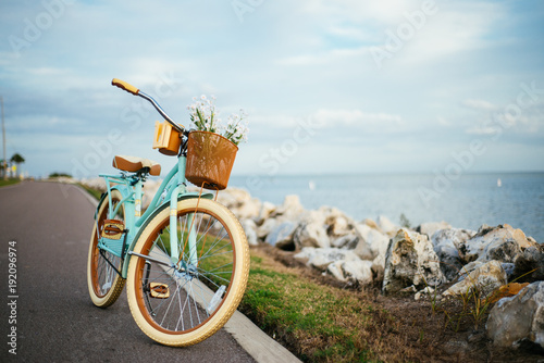 Plexiglas Fiets Bicycle by the beach