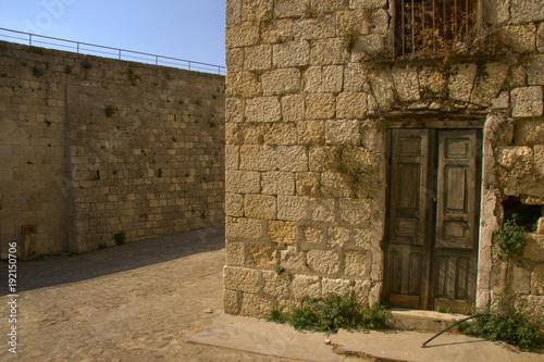 vicoli di un vecchio paese siciliano