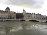 paris - 192159915