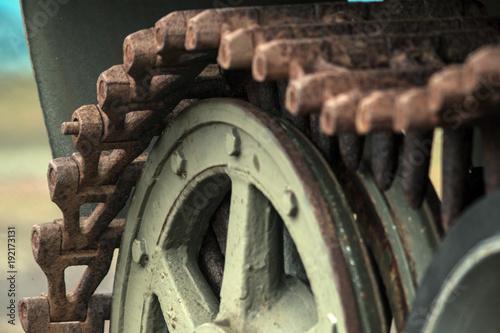 Rusty szczegóły ze starego pancernego powozu