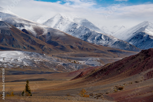 Fotobehang Diepbruine Russia. The South Of Western Siberia. Autumn in the Altai Mountains near the natural Park