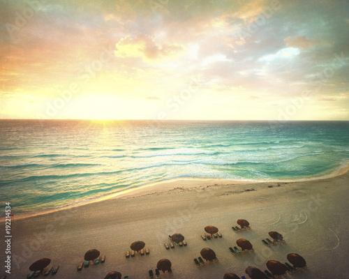 Papiers peints Morning Glory Carribean Beach Sunrise in Mexico