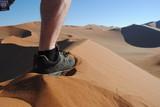 Fuß auf Düne in der Wüste Namibia - 192222189